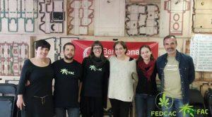 Les militants cannabiques anti-prohibitionnistes et Ada Colau le 14 avril dernier.