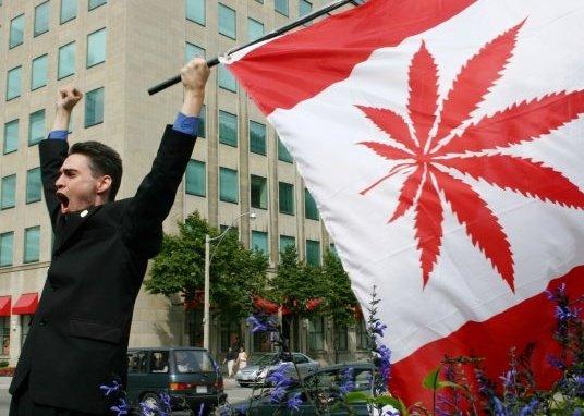 Début du processus de légalisation au Canada.
